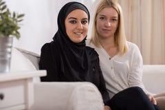 Muchacha y musulmanes católicos Foto de archivo libre de regalías