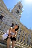 Muchacha y nacional Palacio-Portugal de Mafra Fotos de archivo