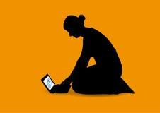 Muchacha y netbook libre illustration