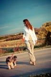Muchacha y perro Foto de archivo libre de regalías