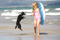 Muchacha y perro imagen de archivo libre de regalías