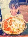 Muchacha y pizza Fotografía de archivo libre de regalías