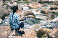 Muchacha y río tranquilo Imágenes de archivo libres de regalías