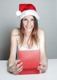 Muchacha y regalo de la Navidad Fotografía de archivo