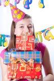 Muchacha y regalos del cumpleaños Fotos de archivo