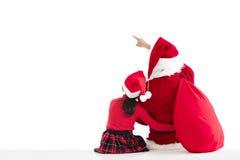 muchacha y Santa Claus que señalan al fondo blanco imagenes de archivo