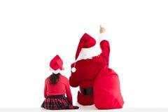 muchacha y Santa Claus que señalan al fondo blanco fotos de archivo