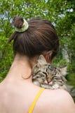 Muchacha y su gato Foto de archivo