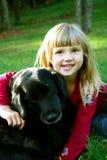 Muchacha y su perro Imágenes de archivo libres de regalías