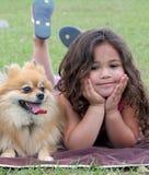 Muchacha y su perro Foto de archivo libre de regalías