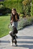 Muchacha y su perro de caniche Fotografía de archivo libre de regalías