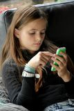 Muchacha y su teléfono móvil Fotografía de archivo libre de regalías
