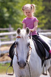 Muchacha y un caballo Fotografía de archivo libre de regalías