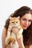 Muchacha y un gato Fotos de archivo libres de regalías