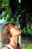 Muchacha y uvas Imagen de archivo libre de regalías