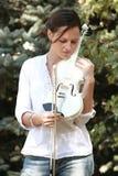 Muchacha y violín blanco Fotografía de archivo libre de regalías