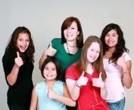 Muchachas adolescentes con los pulgares para arriba Fotografía de archivo libre de regalías