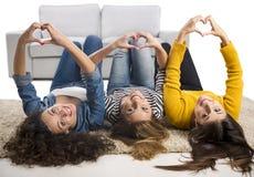 Muchachas adolescentes en casa Fotografía de archivo