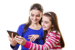 Muchachas adolescentes felices con la tableta digital Fotografía de archivo