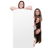 Muchachas adolescentes que sostienen la cartelera del blanc Imagenes de archivo
