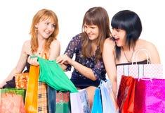 Muchachas con compras Fotografía de archivo libre de regalías