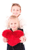2 muchachas con el corazón rojo en un fondo blanco Imagenes de archivo