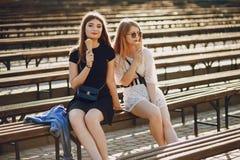 muchachas con helado fotografía de archivo libre de regalías