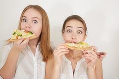 Muchachas con la pizza Fotos de archivo