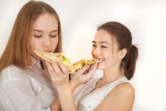 Muchachas con la pizza Imagen de archivo libre de regalías