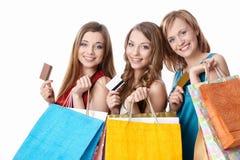 Muchachas con las tarjetas de crédito imagen de archivo