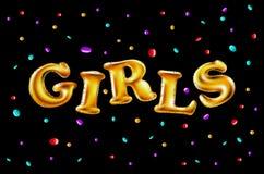 Muchachas con los globos que celebran en el partido Globos hermosos en confeti que lanza de oro brillante, divirtiéndose con oro  Fotos de archivo libres de regalías