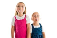 Muchachas con los ojos en sus bocas Fotografía de archivo libre de regalías