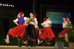 Muchachas de baile eslovacas imagenes de archivo