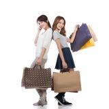 Muchachas de compras sonrientes felices Imagen de archivo