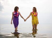 Muchachas de la belleza en la playa fotos de archivo