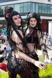 Muchachas de la danza de vientre en la onda Treffen gótico Foto de archivo