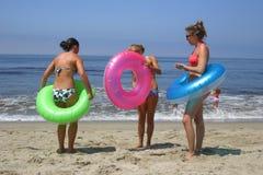 Muchachas de la playa foto de archivo