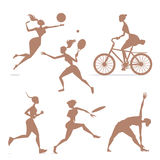 Muchachas de la silueta implicadas en deportes stock de ilustración