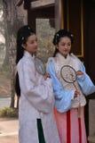 Muchachas de Pekín que llevan los trajes antiguos Imagen de archivo