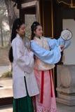 Muchachas de Pekín que llevan los trajes antiguos Foto de archivo