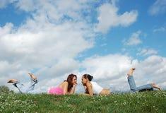 muchachas de reclinación Foto de archivo