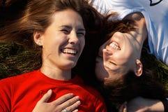 Muchachas de risa Fotos de archivo libres de regalías
