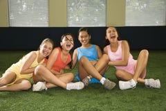 Muchachas de risa del grupo. foto de archivo libre de regalías