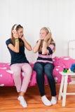 Muchachas del adolescente con los auriculares Imagen de archivo libre de regalías