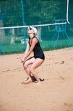 Muchachas del juego del voleibol de playa, Foto de archivo libre de regalías