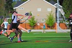 Muchachas del lacrosse tiradas en meta Imagen de archivo libre de regalías