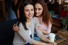 Muchachas en café Fotos de archivo