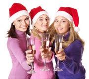 Muchachas en champán de consumición del sombrero de santa Fotos de archivo libres de regalías