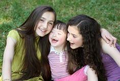 Muchachas en el parque. Fotos de archivo libres de regalías