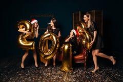 Muchachas en el partido del Año Nuevo Imagen de archivo libre de regalías